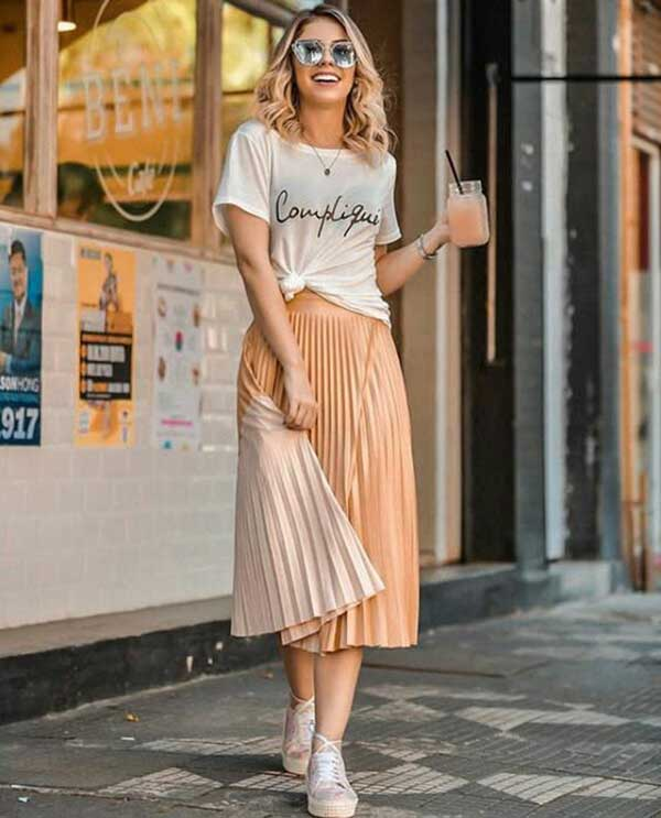 T-shirt-outfit 20 Must-Have Wardrobe Pieces Every Woman Over 40 Needs
