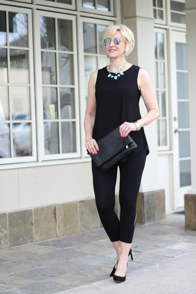 black-leggings-outfit-for-women-over-40-675x1013 20 Must-Have Wardrobe Pieces Every Woman Over 40 Needs