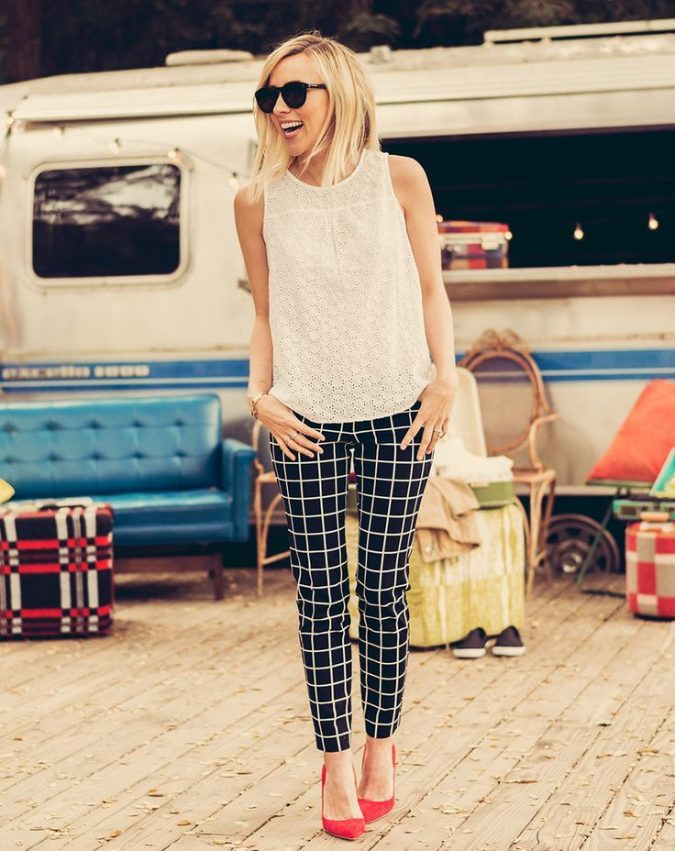 checked-black-trousers-outfit-675x851 20 Must-Have Wardrobe Pieces Every Woman Over 40 Needs