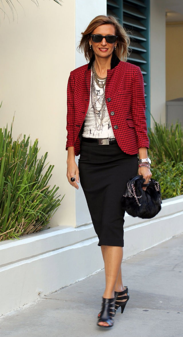 outfit-for-women-over-40-1 20 Must-Have Wardrobe Pieces Every Woman Over 40 Needs