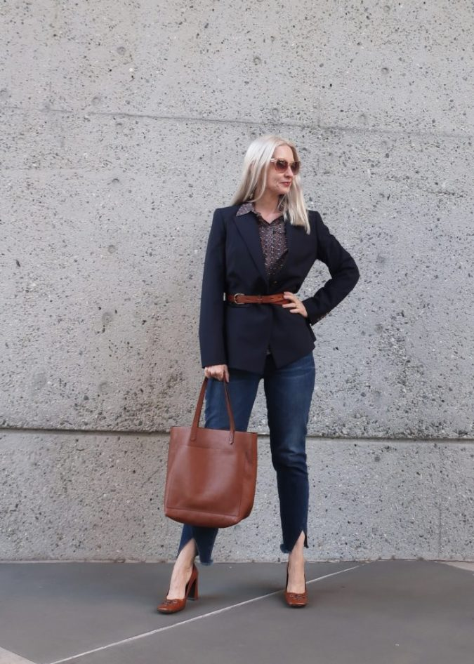 outfit-for-women-over-40-675x946 20 Must-Have Wardrobe Pieces Every Woman Over 40 Needs