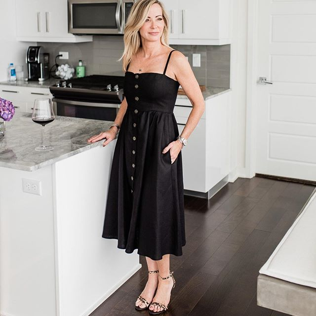 outfit-for-women-over-40-black-dress-1 20 Must-Have Wardrobe Pieces Every Woman Over 40 Needs