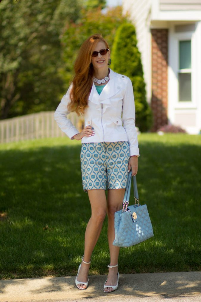 shorts-outfit-675x1013 20 Must-Have Wardrobe Pieces Every Woman Over 40 Needs