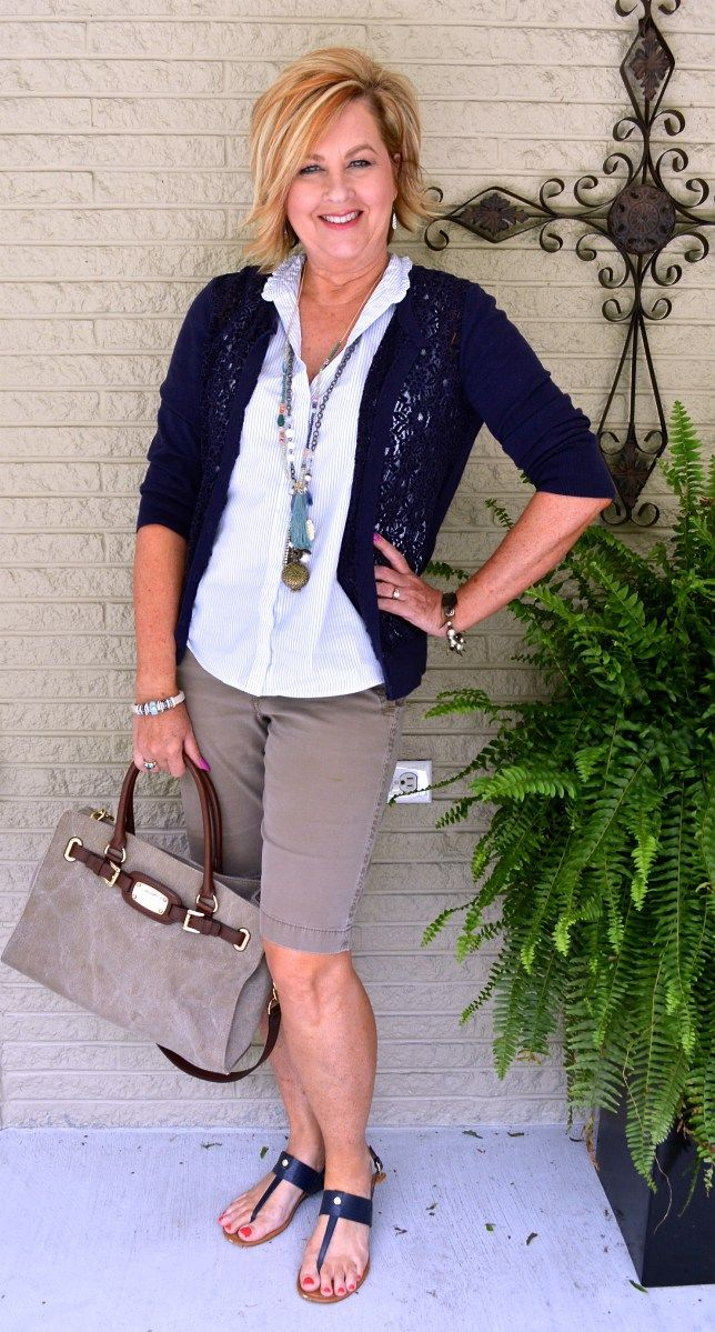 shorts-outfit-for-women-over-40 20 Must-Have Wardrobe Pieces Every Woman Over 40 Needs