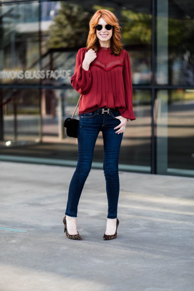 women-outfit-675x1013 20 Must-Have Wardrobe Pieces Every Woman Over 40 Needs