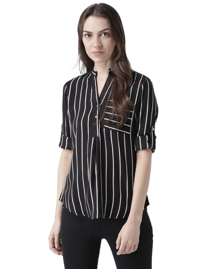 women-outfit-Black-striped-shirt-675x880 20 Must-Have Wardrobe Pieces Every Woman Over 40 Needs