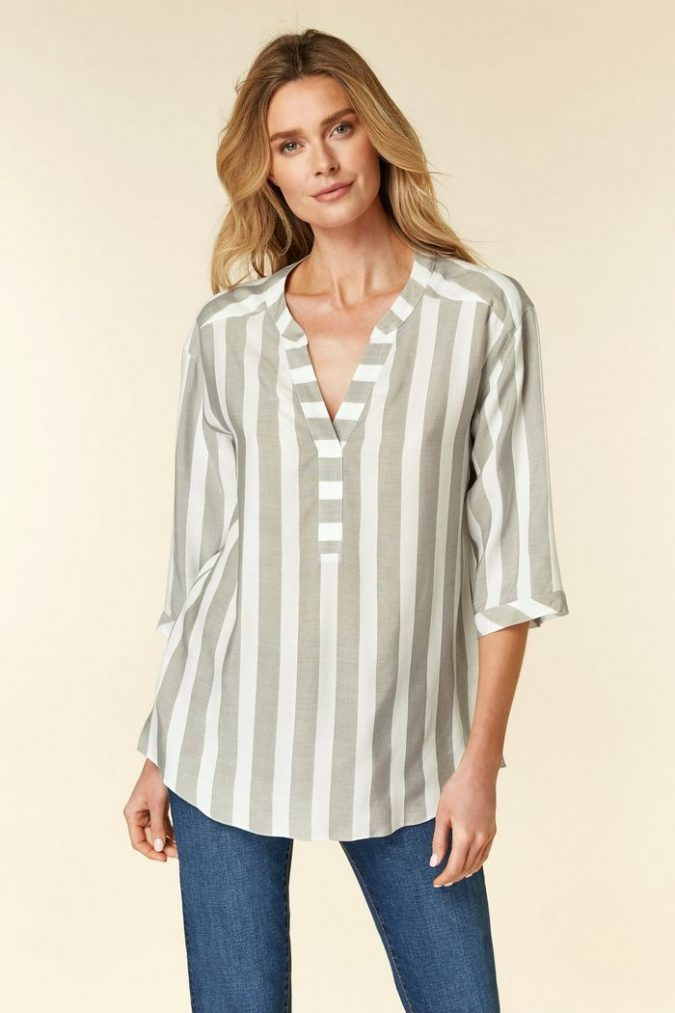 women-outfit-striped-shirt-675x1013 20 Must-Have Wardrobe Pieces Every Woman Over 40 Needs