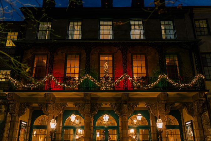 Christmas-in-Charleston-675x450 Top 10 Fairytale Christmas Places for Couples
