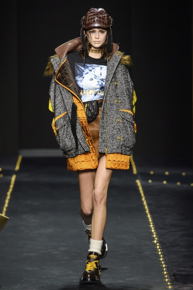 Fall-Winter-fashion-2020-oversized-sweater-Versace-675x1013 60+ Retro Fashion Designs of Fall/Winter 2020 Inspired by the 80s and 90s