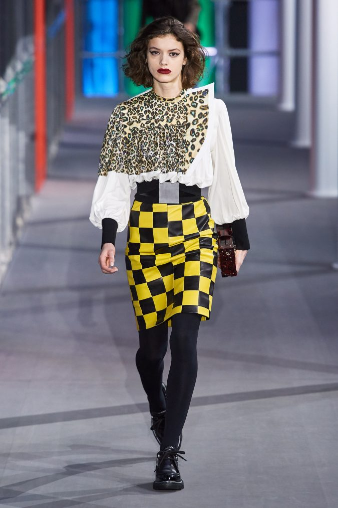 Fall-Winter-fashion-2020-pencil-skirt-Louis-Vuitton-675x1013 60+ Retro Fashion Designs of Fall/Winter 2020 Inspired by the 80s and 90s