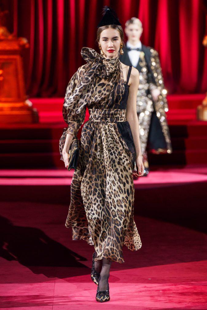 Fall-fashion-2019-animal-printed-bow-Dolce-Gabbana-2-675x1013 +80 Fall/Winter Fashion Trends for a Stunning 2020 Wardrobe