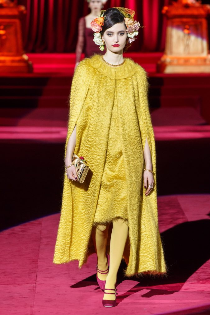 Fall-fashion-2019-caftan-Dolce-Gabbana-675x1013 10 Fall/Winter Retro Fashion Trends for the 70s Nostalgics in 2020