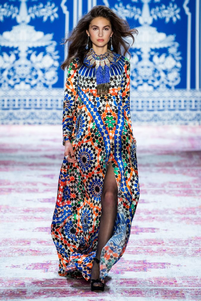 Fall-fashion-2019-caftan-naeem-khan-675x1013 10 Fall/Winter Retro Fashion Trends for the 70s Nostalgics in 2020
