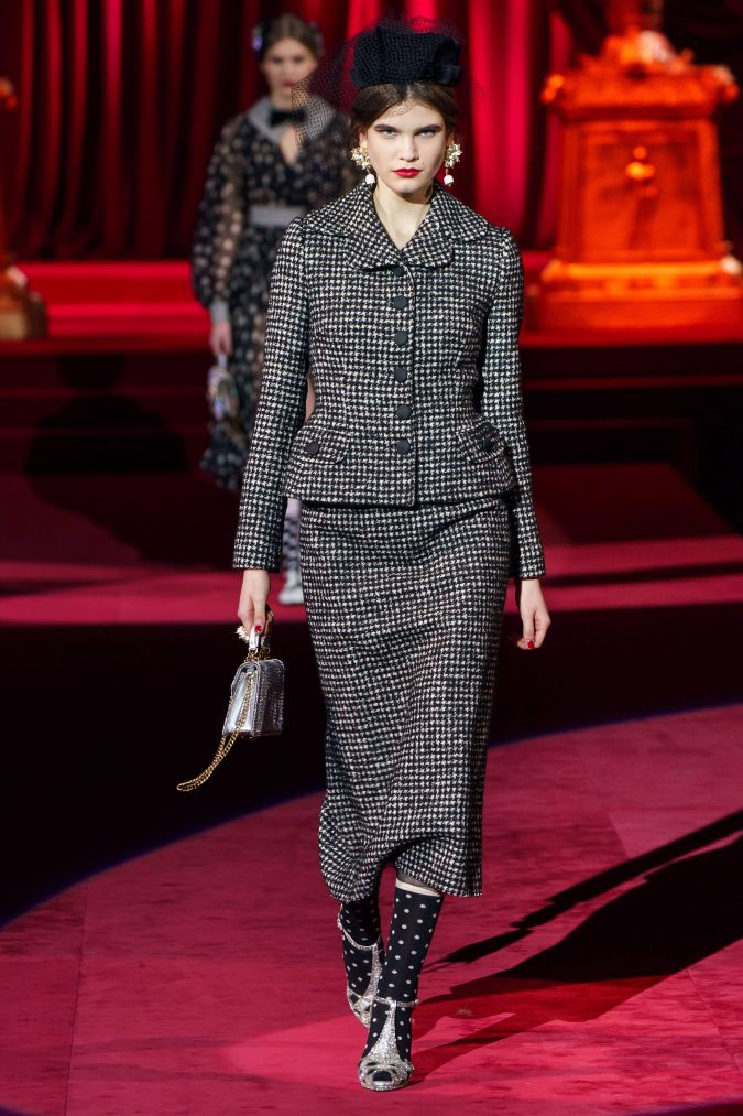 Fall-fashion-2019-tweed-blazer-Dolce-Gabbana-675x1013 10 Fall/Winter Retro Fashion Trends for the 70s Nostalgics in 2020