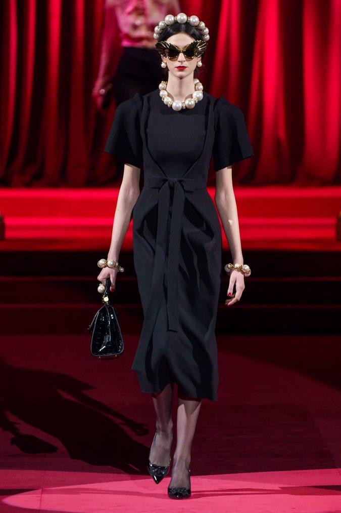 Fall-fashion-2019-waist-bow-Dolce-Gabbana-675x1013 +80 Fall/Winter Fashion Trends for a Stunning 2021 Wardrobe