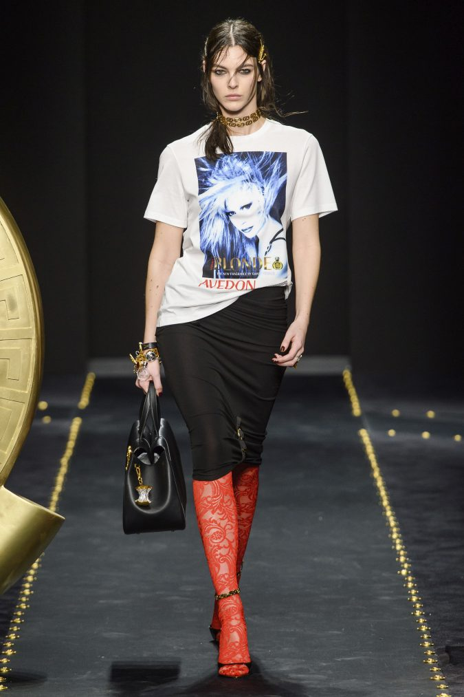 Fall-winter-fashion-2019-pencil-skirt-loose-fiting-t-shirt-Versace-675x1013 60+ Retro Fashion Designs of Fall/Winter 2020 Inspired by the 80s and 90s
