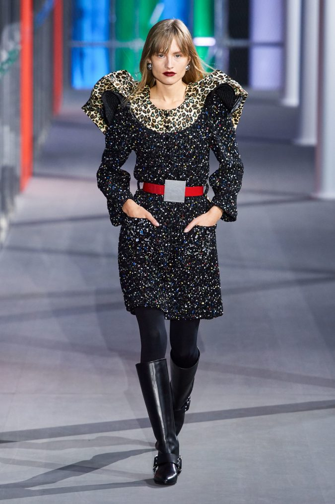 Fall-winter-fashion-2020-Big-shoulders-dress-Louis-Vuitton-675x1013 60+ Retro Fashion Designs of Fall/Winter 2020 Inspired by the 80s and 90s