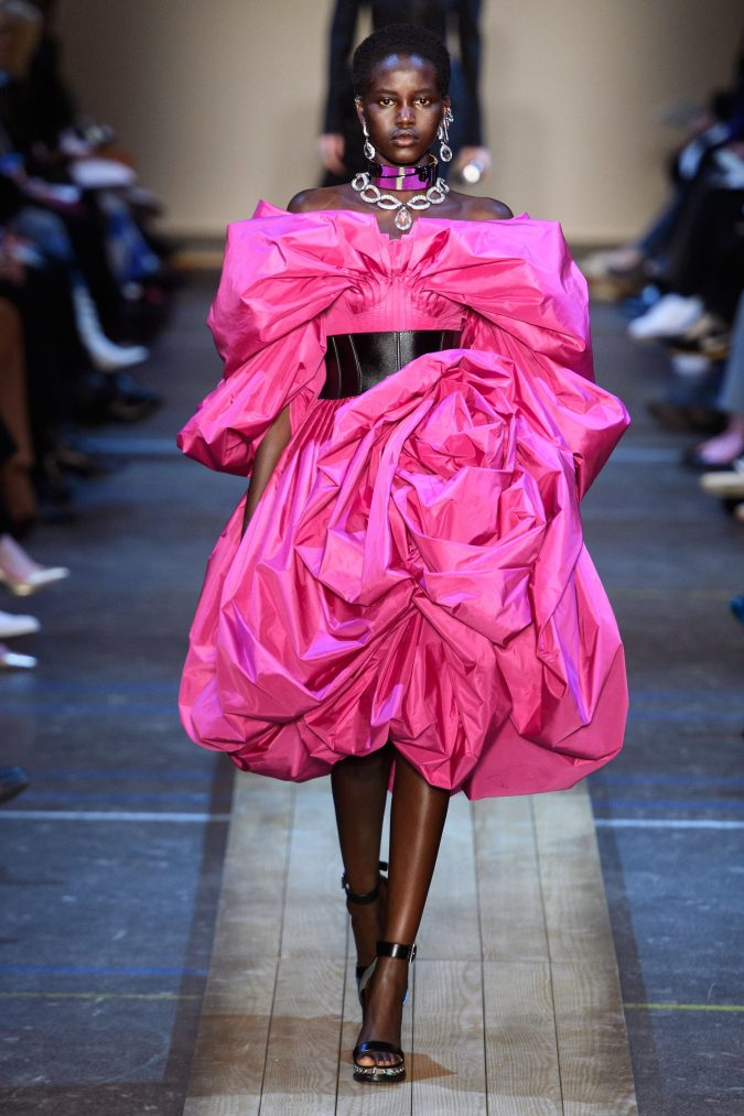 Fall-winter-fashion-2020-Meringue-dress-Alexander-Mcqueen-2-675x1013 60+ Retro Fashion Designs of Fall/Winter 2020 Inspired by the 80s and 90s