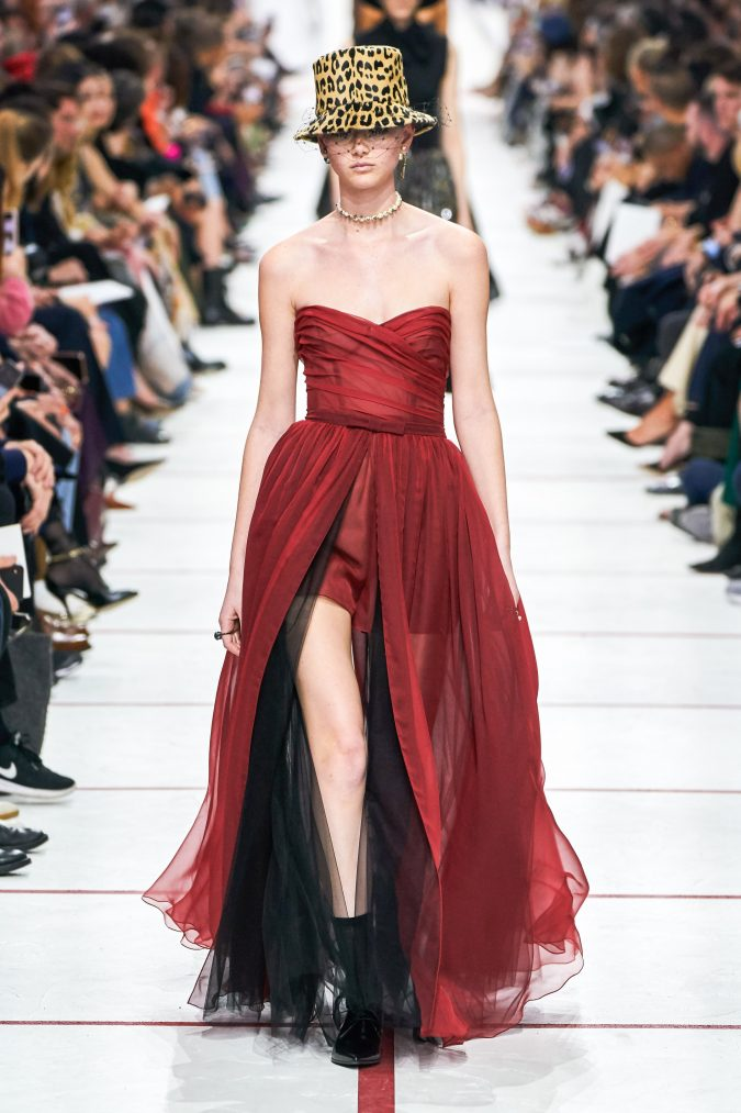 Fall-winter-fashion-2020-desco-style-dress-Dior-675x1013 60+ Retro Fashion Designs of Fall/Winter 2020 Inspired by the 80s and 90s