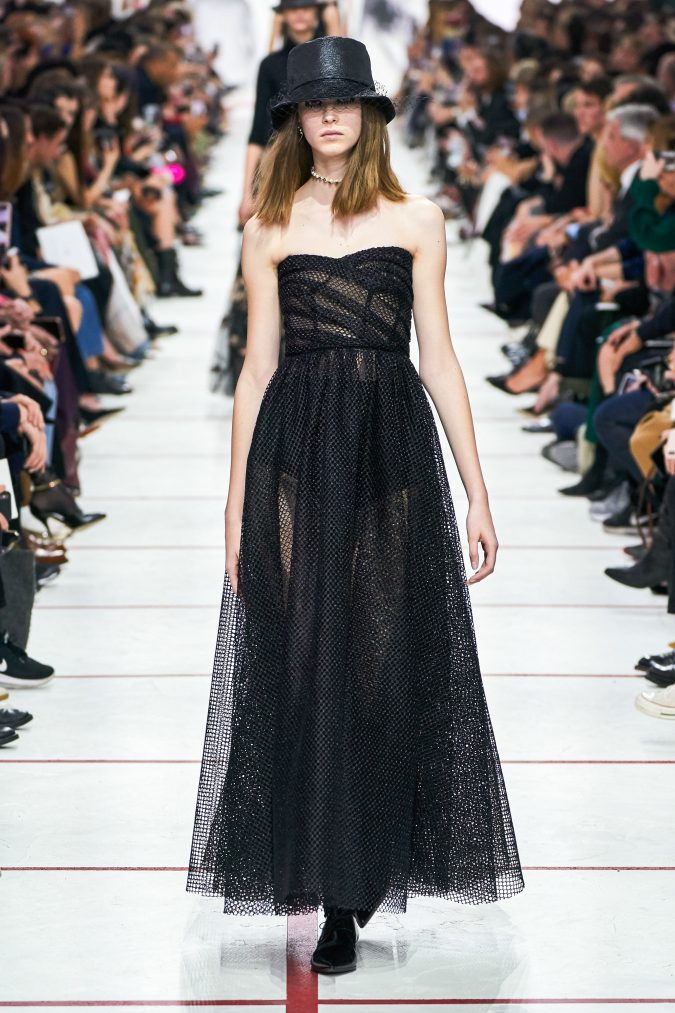 Fall-winter-fashion-2020-disco-style-dress-Dior-675x1013 60+ Retro Fashion Designs of Fall/Winter 2020 Inspired by the 80s and 90s