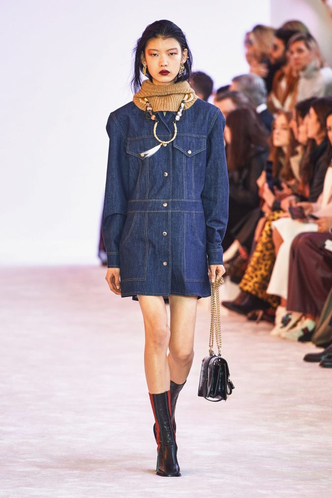 Fall-winter-fashion-2020-jeans-dress-chloe-675x1013 60+ Retro Fashion Designs of Fall/Winter 2020 Inspired by the 80s and 90s