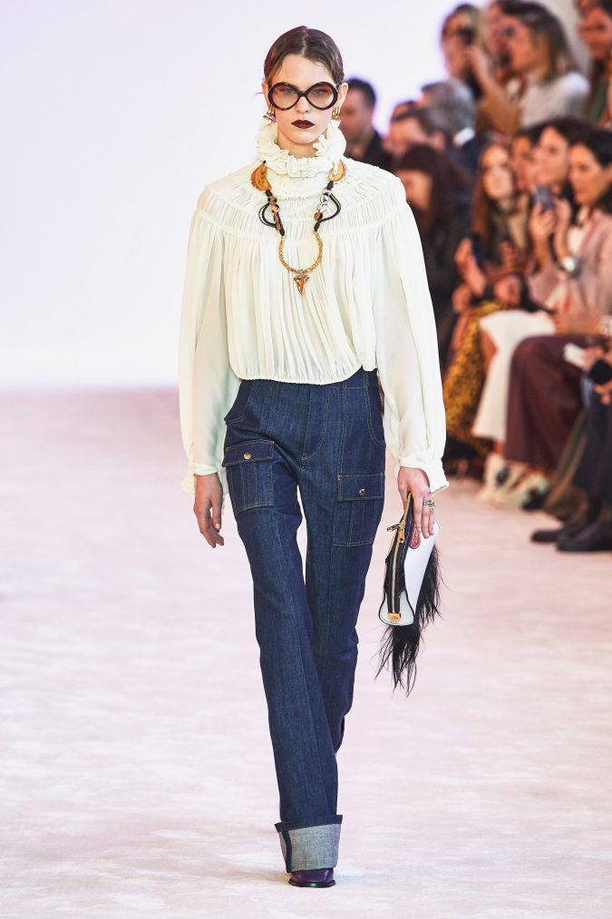 Fall-winter-fashion-2020-lose-fitting-blouse-and-jeans-chloe-675x1013 90 Fall/Winter Fashion Ideas for a Perfect Combination of Vintage and Modern in 2020