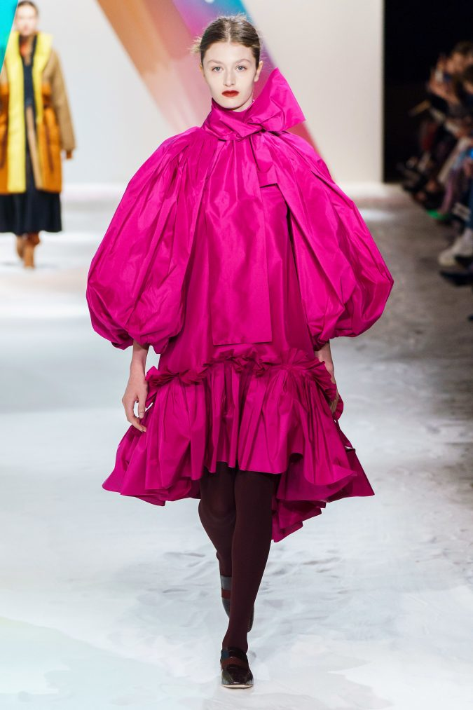 Fall-winter-fashion-2020-meringue-dress-Roksanda-3-675x1013 60+ Retro Fashion Designs of Fall/Winter 2020 Inspired by the 80s and 90s