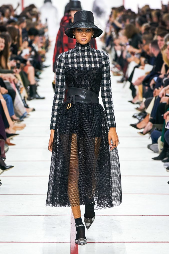 Fall-winter-fashion-2020-plaided-dress-Dior-2-675x1013 60+ Retro Fashion Designs of Fall/Winter 2020 Inspired by the 80s and 90s