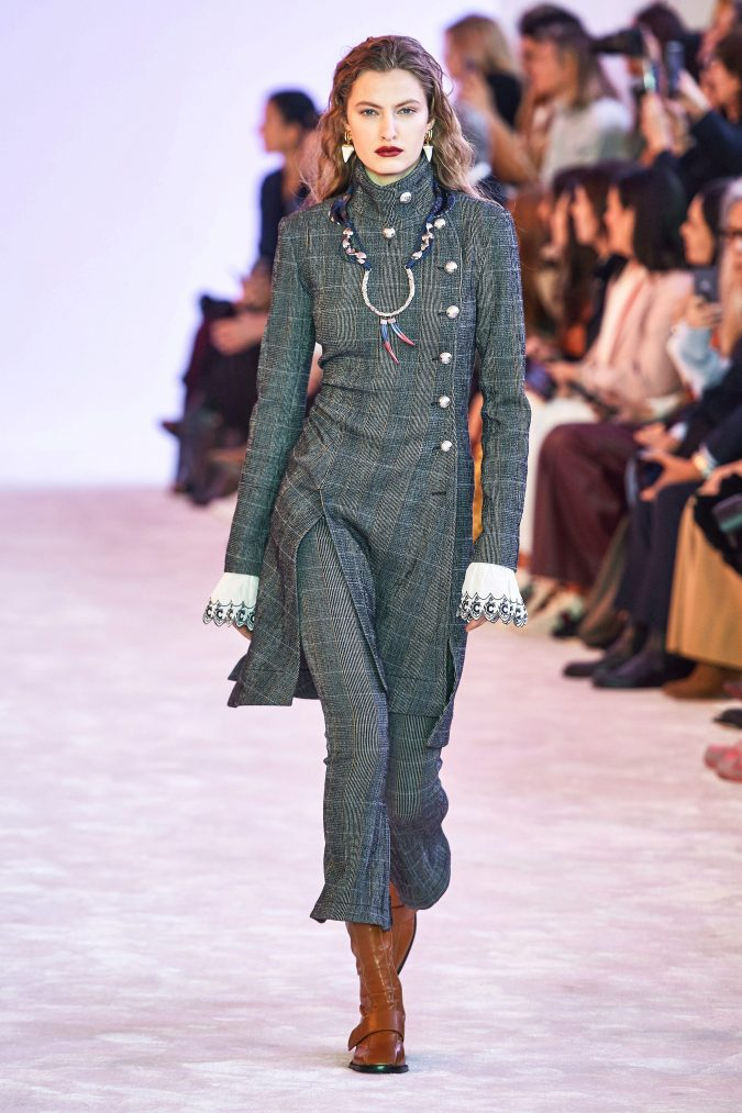 Fall-winter-fashion-2020-plaids-chloe-675x1013 60+ Retro Fashion Designs of Fall/Winter 2020 Inspired by the 80s and 90s