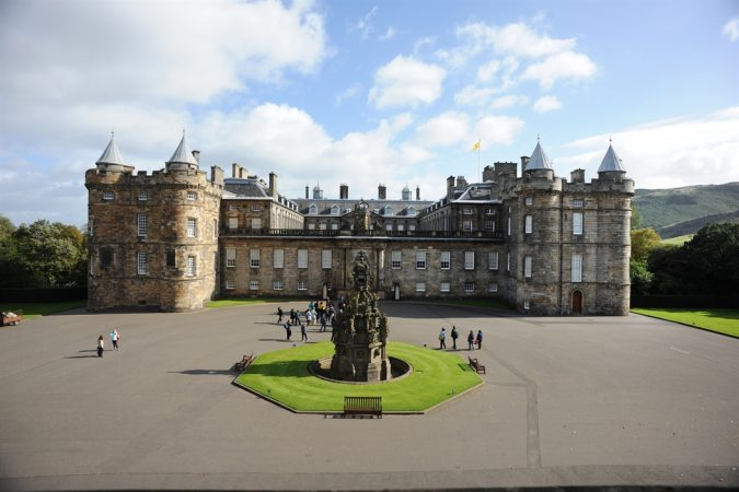 Palace-of-Holyroodhouse-in-Edinburgh-675x450 Top 10 Fairytale Christmas Places for Couples