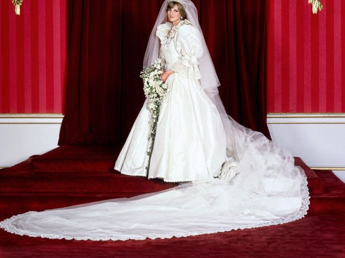 Princess-Diana-wedding-dress-1-675x506 60+ Retro Fashion Designs of Fall/Winter 2020 Inspired by the 80s and 90s