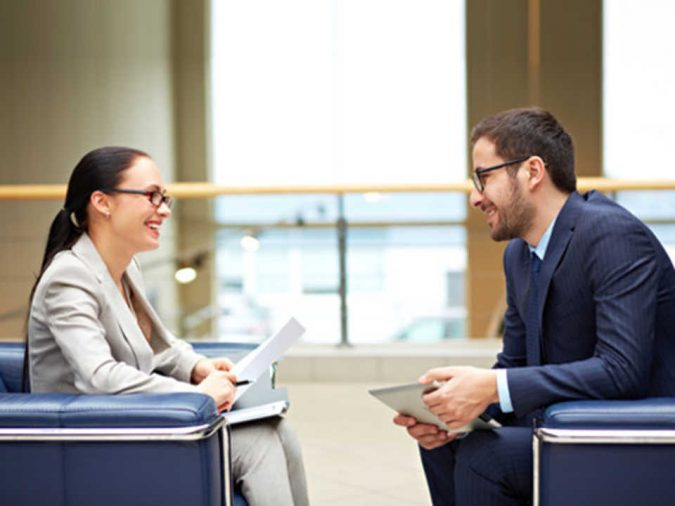 employee-discussion-675x506 4 Mistakes to Avoid When Onboarding New Employees