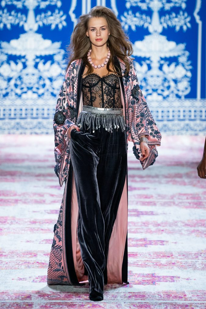 fall-fashion-2019-jumpsuit-naeem-khan-675x1013 10 Fall/Winter Retro Fashion Trends for the 70s Nostalgics in 2020