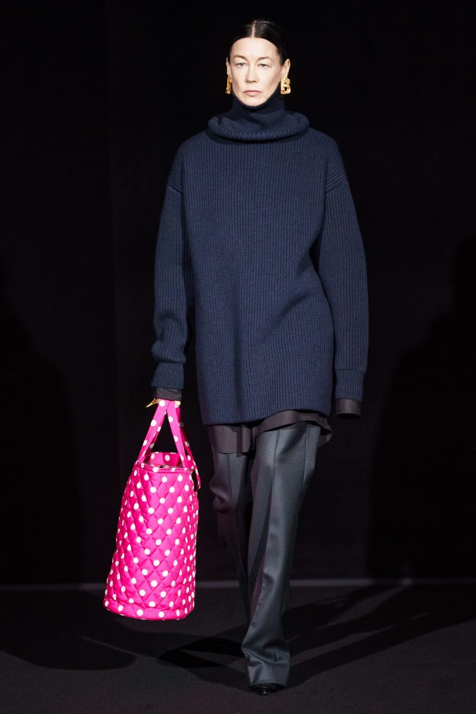 fall-fashion-2019-turtleneck-balenciaga-2-675x1013 10 Fall/Winter Retro Fashion Trends for the 70s Nostalgics in 2020