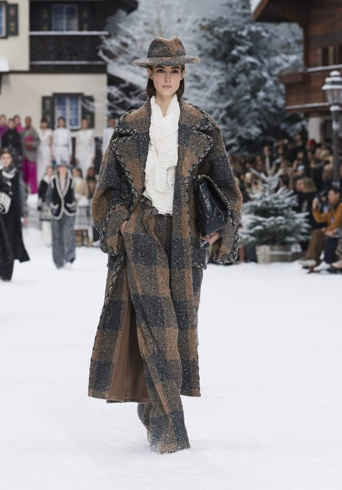 fall-winter-2019-20-plaided-coat-and-pants-chanel-675x967 60+ Retro Fashion Designs of Fall/Winter 2020 Inspired by the 80s and 90s