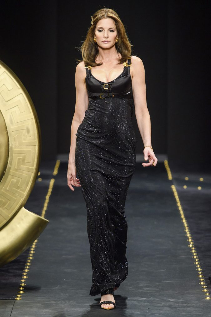 fall-winter-2020-nightclub-dress-versace-675x1013 60+ Retro Fashion Designs of Fall/Winter 2020 Inspired by the 80s and 90s