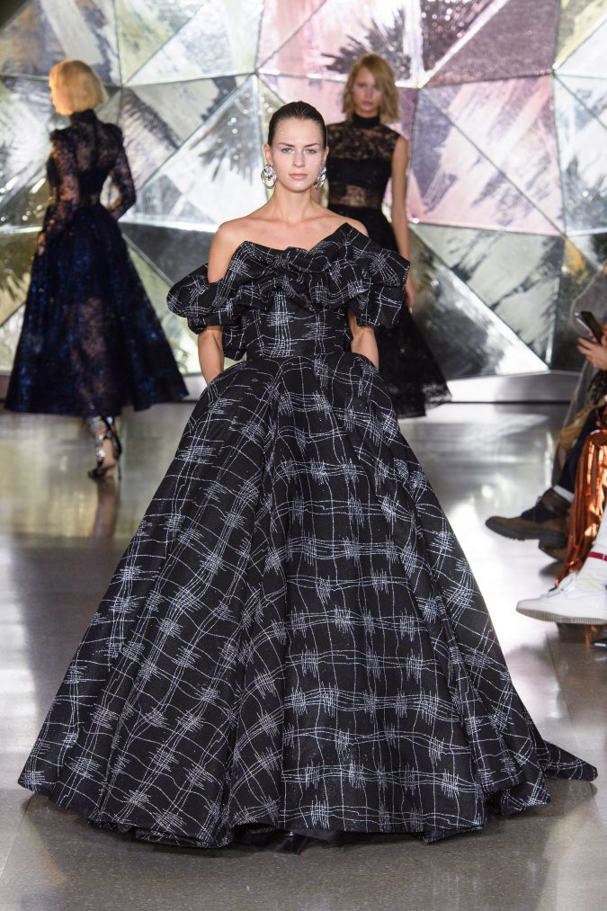 fall-winter-2020-ruffled-dress-Christian-Siriano-675x1013 +20 Fall Fashion Trends of 2020 for the Fans of Unusual Shoulders and Sleeves