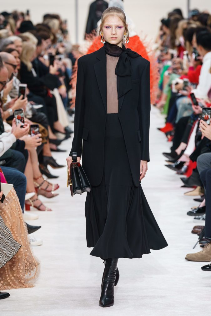 fall-winter-fashion-2020-A-skirt-long-jacket-side-bow-Valentino-675x1013 +80 Fall/Winter Fashion Trends for a Stunning 2020 Wardrobe