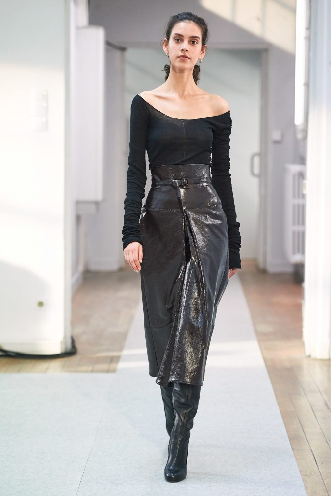 fall-winter-fashion-2020-asymmetrical-sleeved-top-Lemaire-675x1013 +20 Fall Fashion Trends of 2020 for the Fans of Unusual Shoulders and Sleeves
