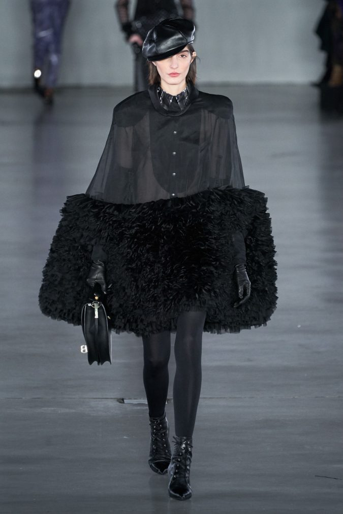 fall-winter-fashion-2020-cape-Balmain-2-675x1013 90 Fall/Winter Fashion Ideas for a Perfect Combination of Vintage and Modern in 2020
