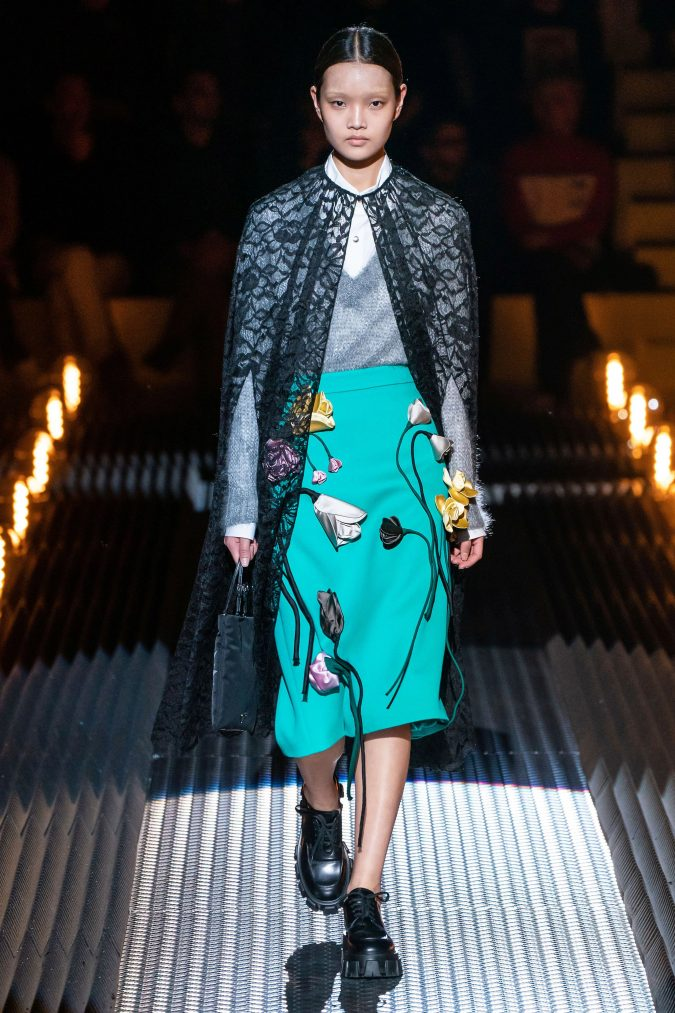 fall-winter-fashion-2020-cape-Prada-675x1013 +20 Fall Fashion Trends of 2020 for the Fans of Unusual Shoulders and Sleeves