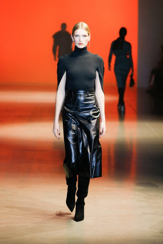 fall-winter-fashion-2020-cape-sleeve-top-leather-skirt-Cushnie-675x1013 +20 Fall Fashion Trends of 2020 for the Fans of Unusual Shoulders and Sleeves