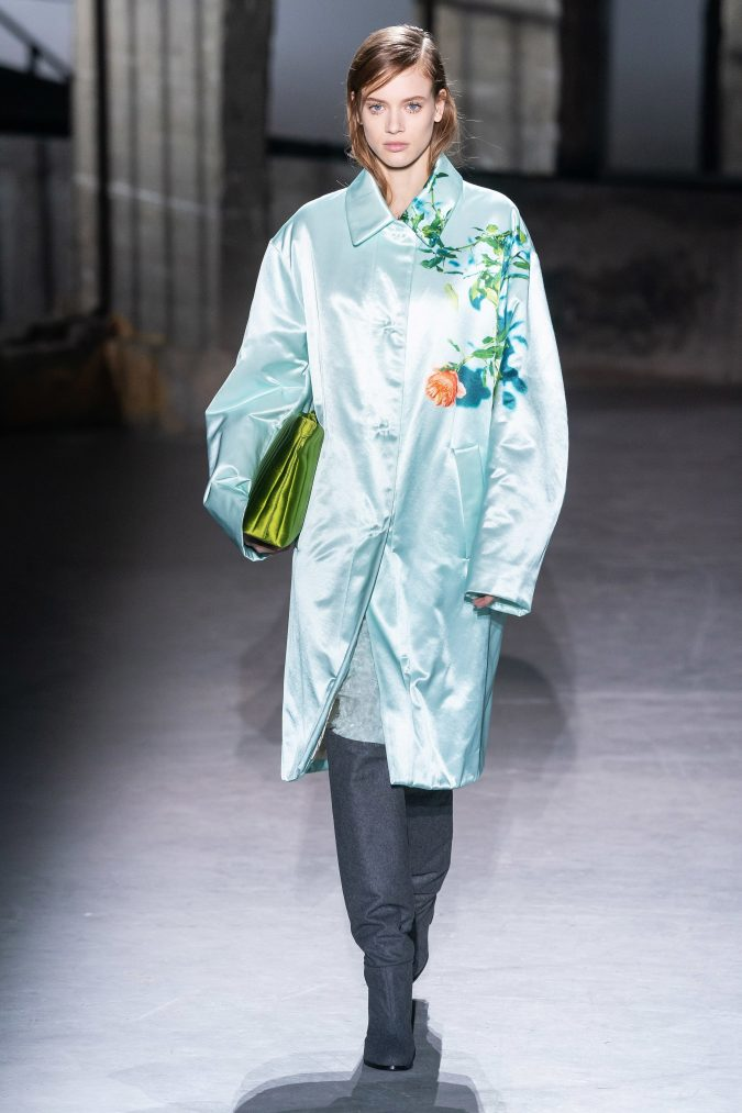 fall-winter-fashion-2020-coat-Dries-Van-Noten-675x1013 +20 Fall Fashion Trends of 2020 for the Fans of Unusual Shoulders and Sleeves