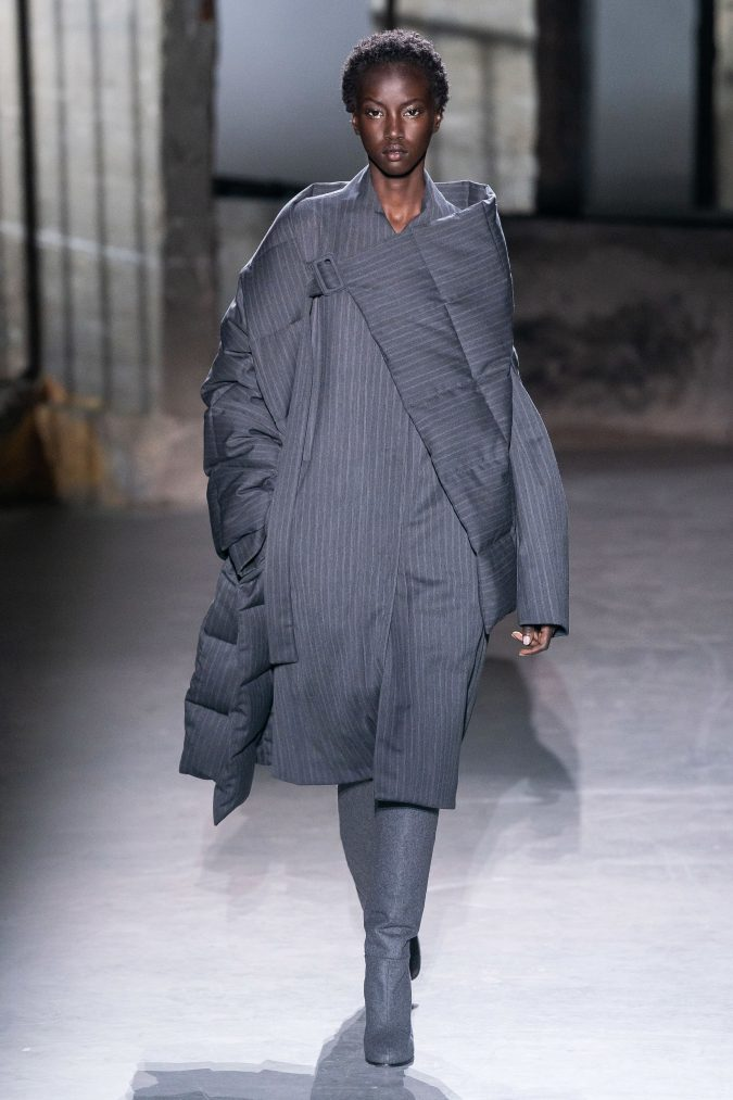 fall-winter-fashion-2020-coat-asymmetrical-shoulders-and-sleeves-Dries-Van-Noten-675x1013 +20 Fall Fashion Trends of 2020 for the Fans of Unusual Shoulders and Sleeves