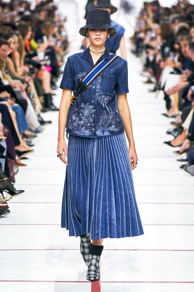 fall-winter-fashion-2020-denim-over-denim-pleated-skirt-and-shirt-Dior-675x1013 60+ Retro Fashion Designs of Fall/Winter 2020 Inspired by the 80s and 90s