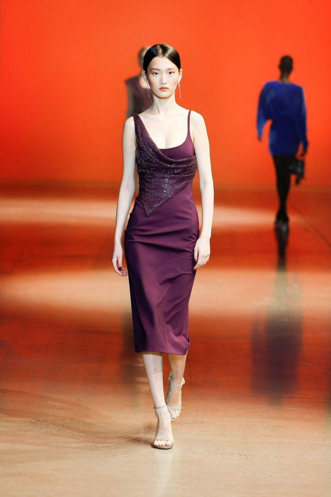 fall-winter-fashion-2020-dress-Cushnie-2-675x1013 +20 Fall Fashion Trends of 2020 for the Fans of Unusual Shoulders and Sleeves