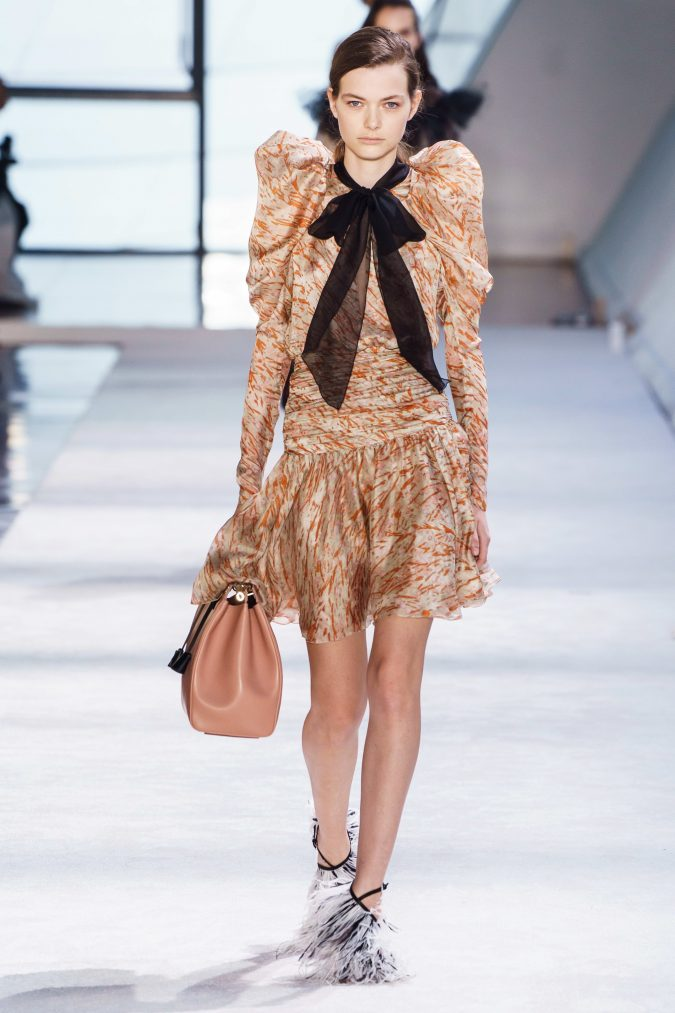 fall-winter-fashion-2020-dress-leg-of-mutton-sleeves-Giambattista-Valli-675x1013 +20 Fall Fashion Trends of 2020 for the Fans of Unusual Shoulders and Sleeves