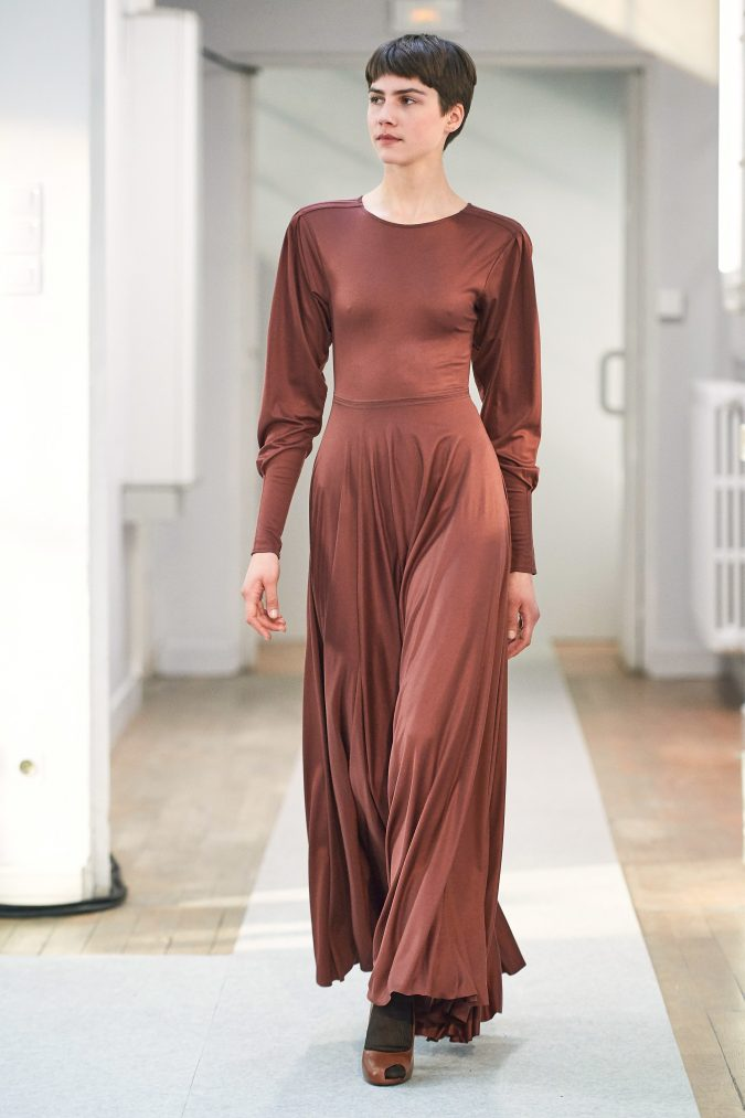 fall-winter-fashion-2020-dress-leg-of-mutton-sleeves-Lemaire-1-675x1013 +20 Fall Fashion Trends of 2020 for the Fans of Unusual Shoulders and Sleeves