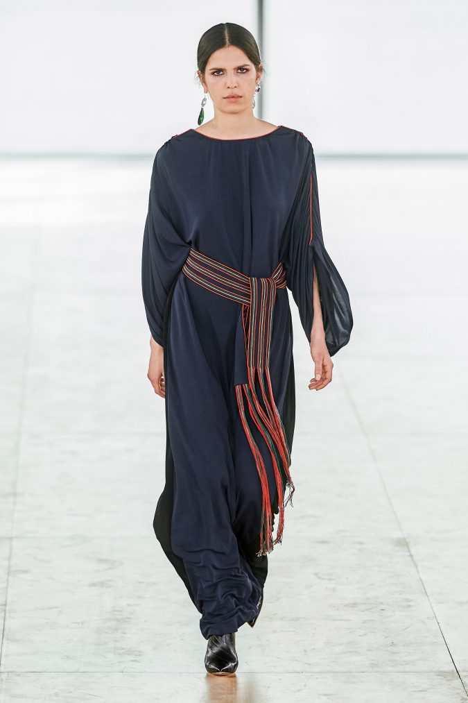 fall-winter-fashion-2020-dress-with-leg-of-mutton-sleeves-Tory-Burch-675x1013 90 Fall/Winter Fashion Ideas for a Perfect Combination of Vintage and Modern in 2020