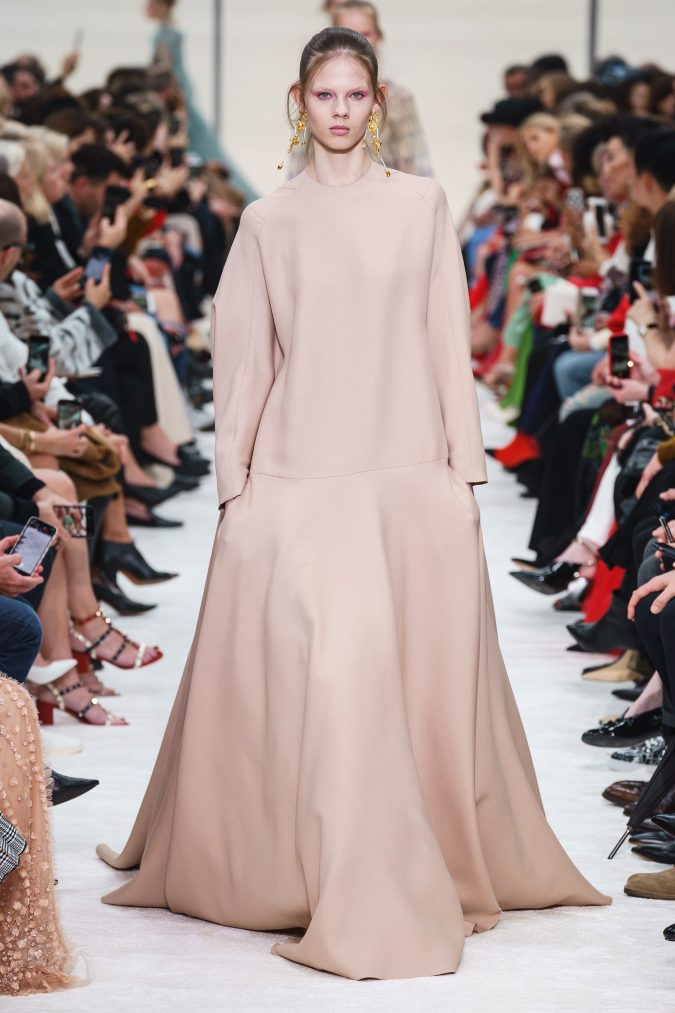 fall-winter-fashion-2020-drop-waiste-dress-Valentino-1-675x1013 90 Fall/Winter Fashion Ideas for a Perfect Combination of Vintage and Modern in 2020